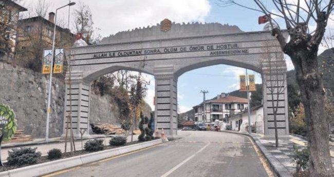 Göynük'ün yeni giriş takı açıldı