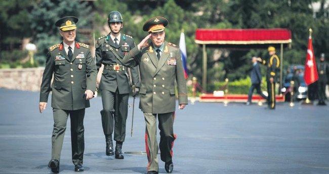 Rus generalden sürpriz ziyaret