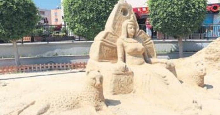 Mersin'deki kumdan heykeller büyülüyor