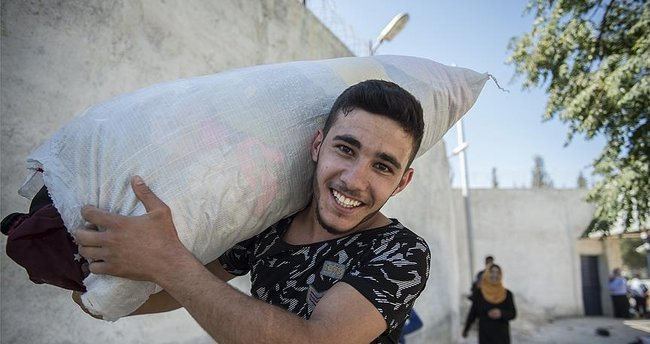 Cerablus'a dönen Suriyeliler Türkiye'ye minnettar