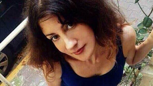 Genç şarkıcı evinde ölü bulundu