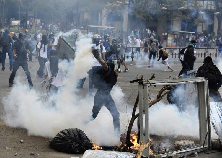 Venezuela isyanı bastıramıyor