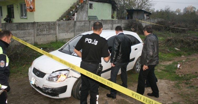 Dur ihtarına uymayan otomobil polis araçlarına çarptı