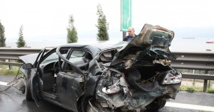 2 otomobille 1 tır birbirine girdi: 1 ölü, 4 yaralı