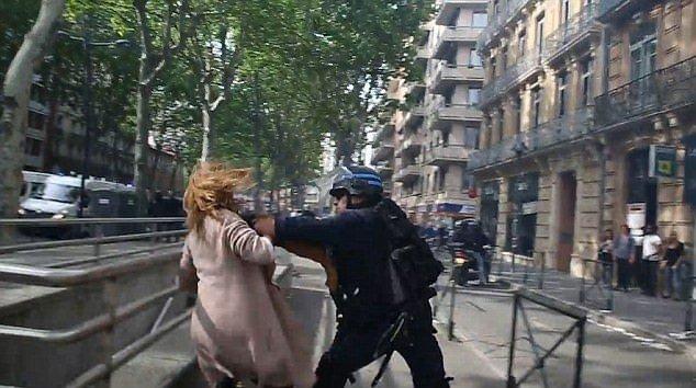 Fransa'da grev dalgası büyüyor