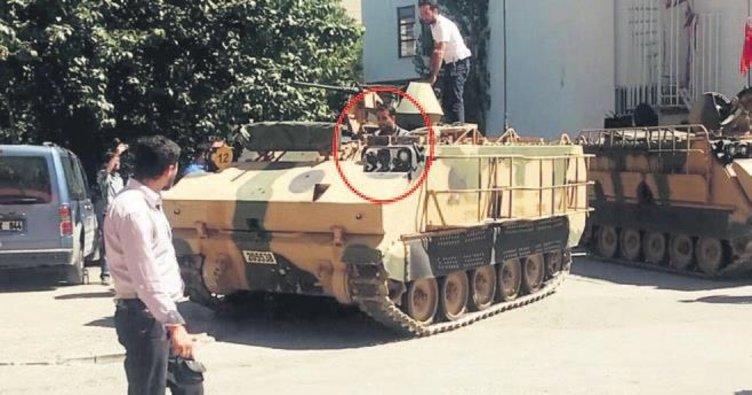 Darbeci askerlerin elinden zırhlı aracı aldı