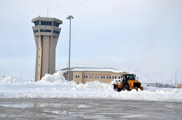 Hakkari'deki havalimanı her an hazır tutuluyor