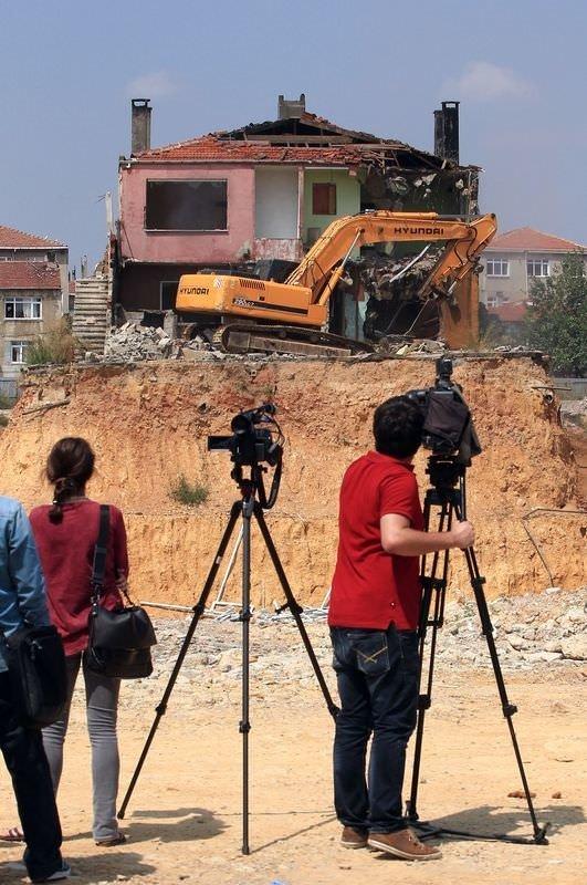 Fikirtepe'de tek ev böyle yıkıldı