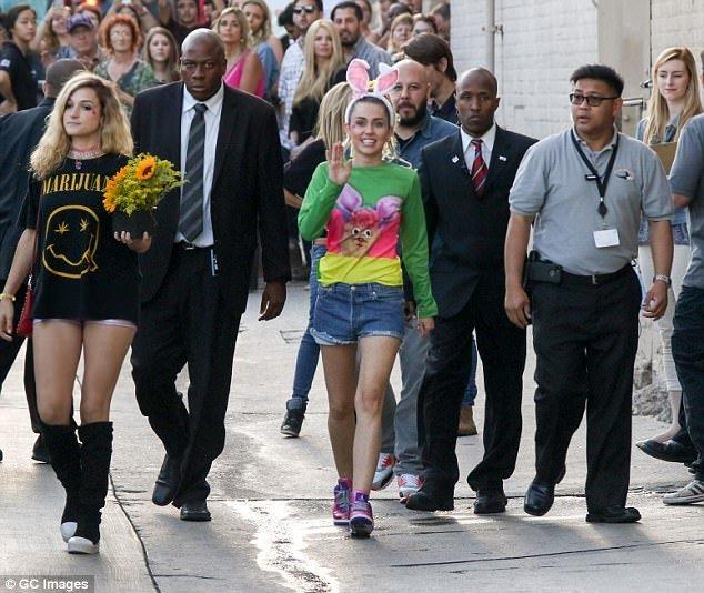 Miley Cyrus'tan tavşan şov!