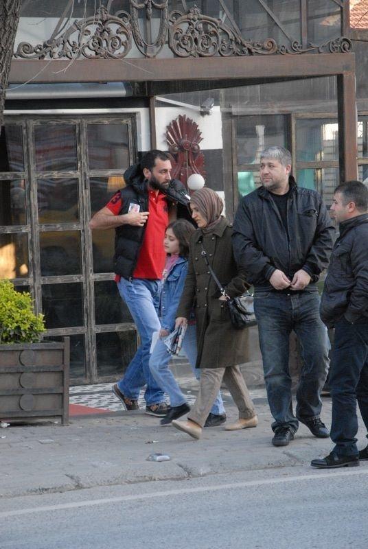 Naz Elmas kaçtı gazeteciler kovaladı