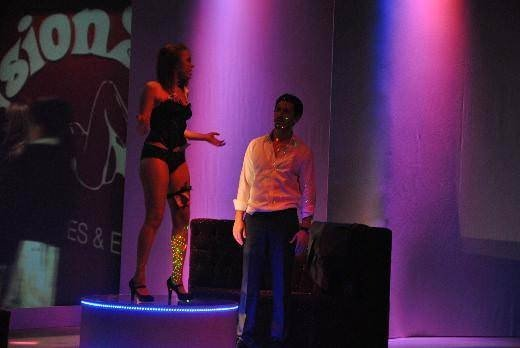 Ünlü oyuncunun striptiz itirafı