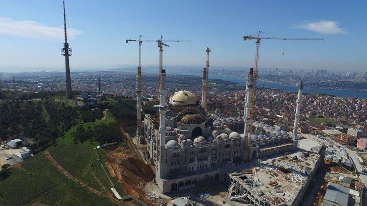 Çamlıca Camisi'nde dev kubbenin üzeri kapandı