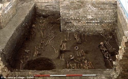 Cambridge Üniversitesi'nin altında bin 300 iskelet bulundu