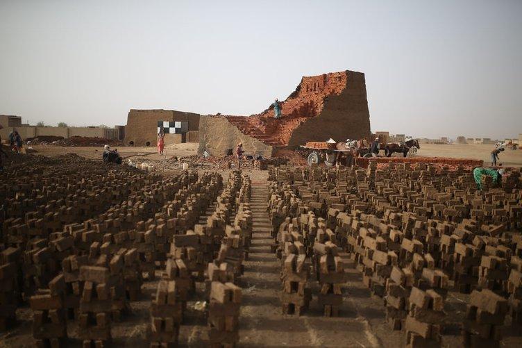 Sudan'da kadın tuğla işçileri!