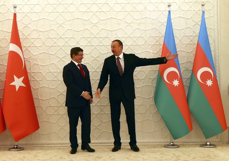 Başbakan Davutoğlu Azerbaycan'da temaslarına başladı