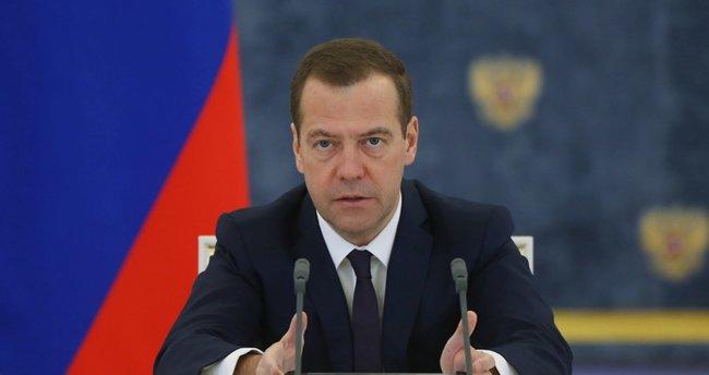 Medvedev, Çinli mevkidaşına Ermitaj'ı gezdirdi