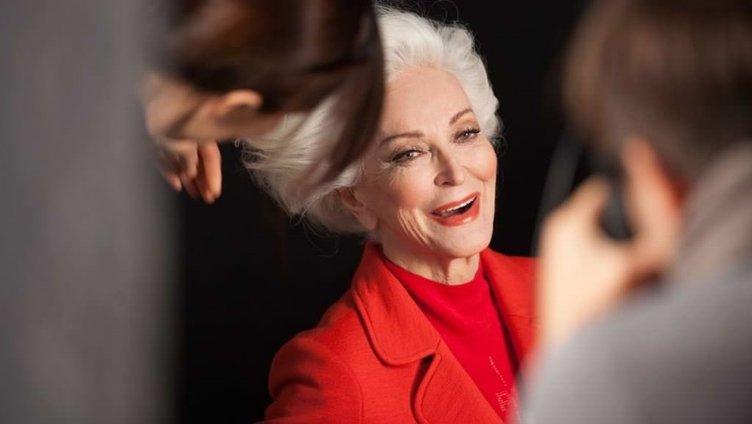 Dünyanın en yaşlı modeli görenleri kendine hayran bırakıyor