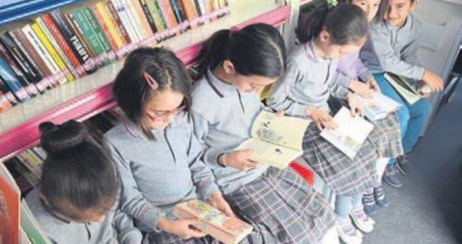 Gezici kütüphane çocukların emrinde