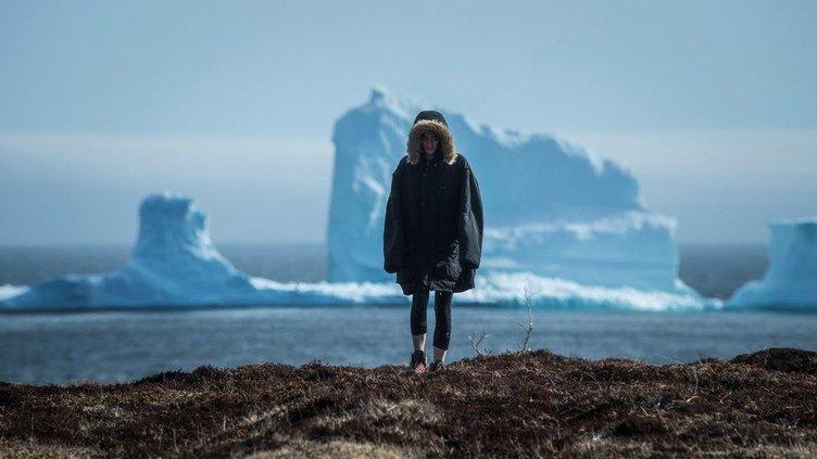 Kanada'da dev buzdağı turistlerin ilgi odağı oldu