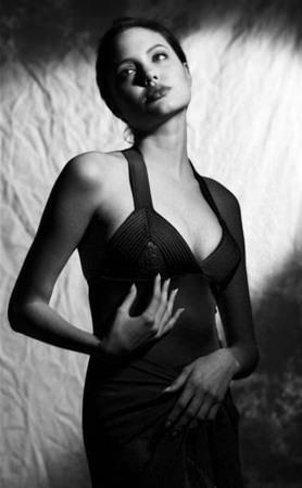 Angelina Jolie'nin bilinmeyen fotoğrafları