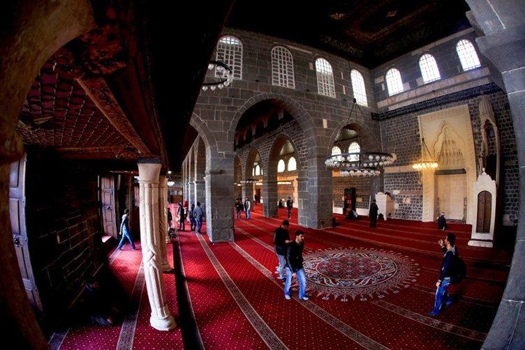 Ulu Camii'de ezan sesleri susturuldu!