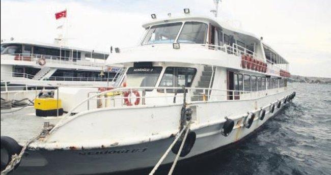 Gezi teknesi iskeleye çarptı: 5 yaralı