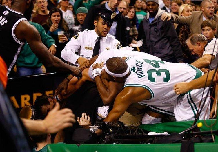 NBA maçında kavga çıktı