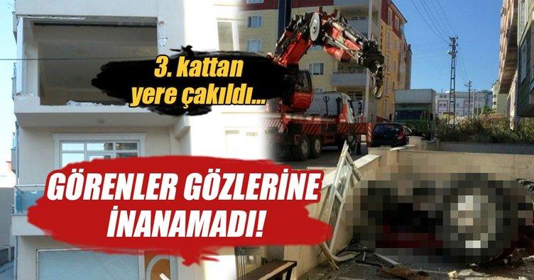 Akılalmaz kaza: 3. kattan traktör düştü...