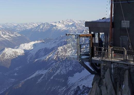 Fransa Alpleri'nde boşluğa yürüyorlar