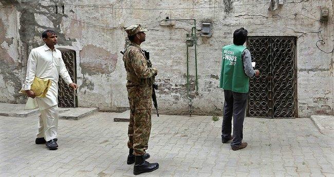 Pakistan-Afganistan sınırında çatışma, ikisi asker 8 kişi ölü