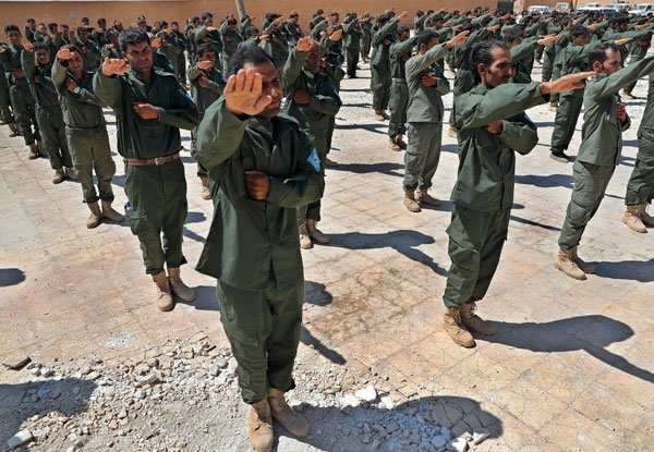 ABD terör örgütü için asker eğitiyor! Skandal fotoğraflar