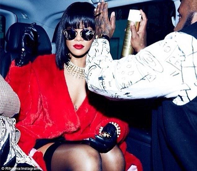 Rihanna'dan sıradışı kıyafet