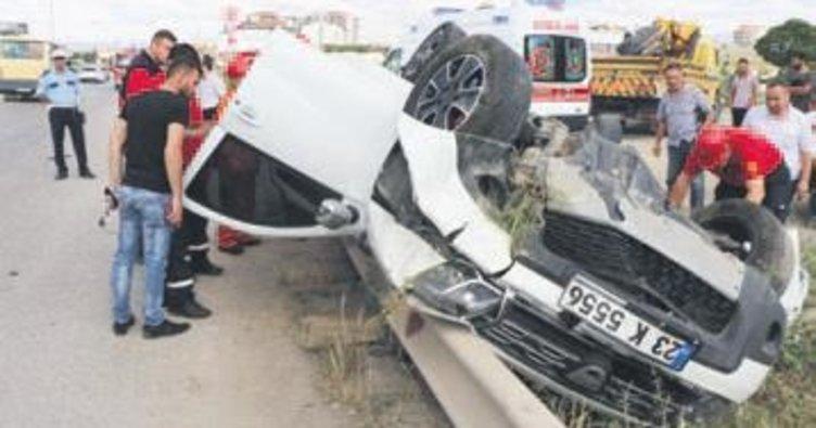 Bariyere çarpan otomobil takla attı