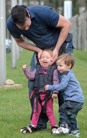 Engelli çocukların ilk adım sevinci