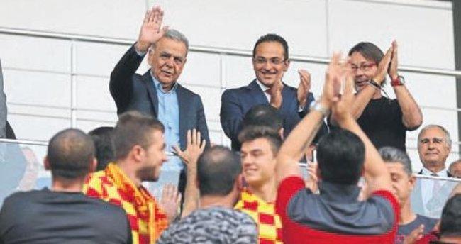 Bornova Stadı'na Kocaoğlu'nun adı verildi