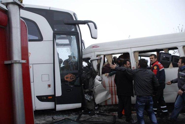 Öğretmen servisi ile otobüs çarpıştı