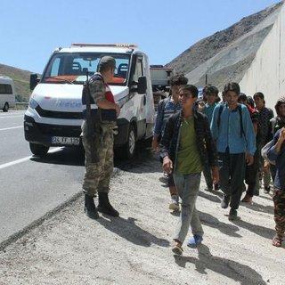 Arızalanan otobüse bakmaya giden Jandarma şoke oldu!