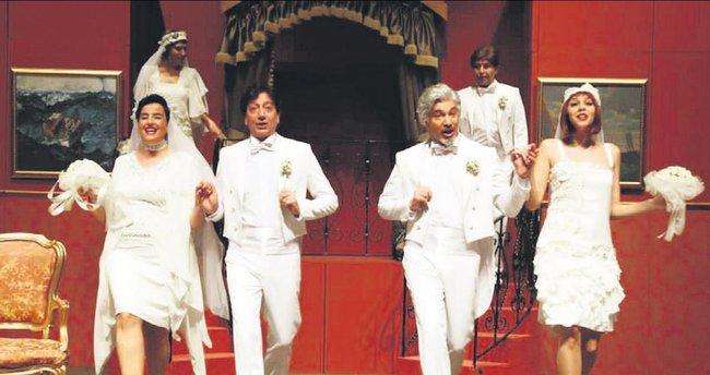 Uygur Tiyatrosu'na Ün ile taze kan