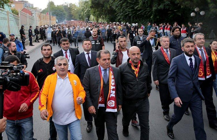 Dursun Özbek'ten tarihi yürüyüş!