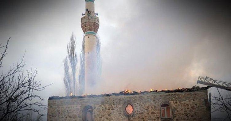 Yunanistan'da Beyazıt Camii'nde yangın çıktı!