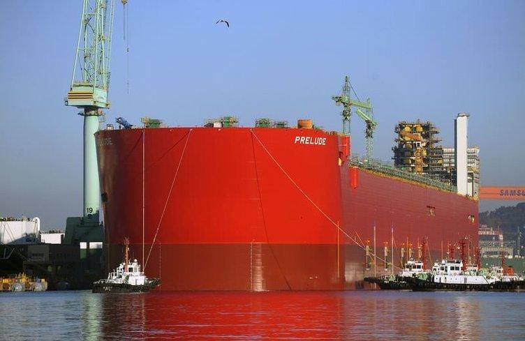 Dünyanın en büyük gemisi suya indirildi