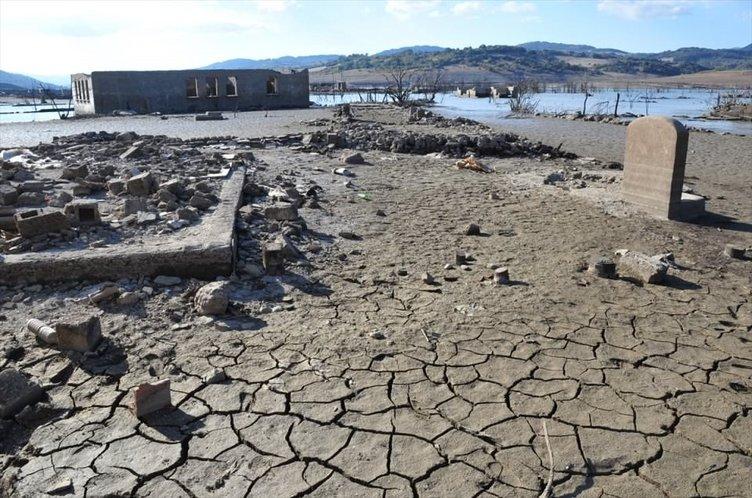 Sular altındaki köy gün yüzüne çıktı