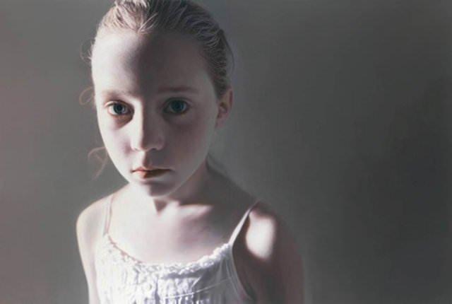 Gottfried Helnwein'in fotoğraf gibi tabloları
