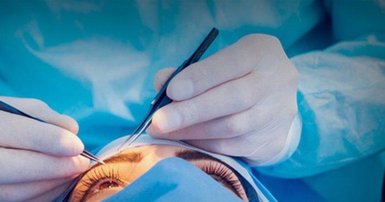 Gözünden 27 kontak lens çıkarıldı