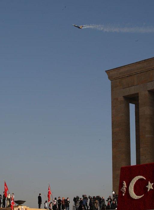 Türk Yıldızları Anıtkabir üzerinde kalp çizdi