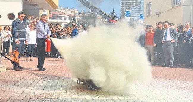 Okulda yangın tatbikatı heyecanla izlendi