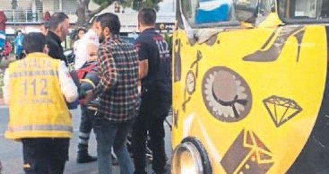 Tramvay çarptı yaralı kurtuldu