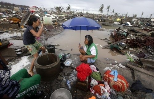 Haiyan tayfunu Filipinler'i yıktı