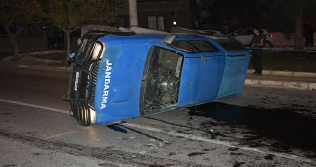 İzmir'de askeri araç ile otomobil çarpıştı: 5 yaralı