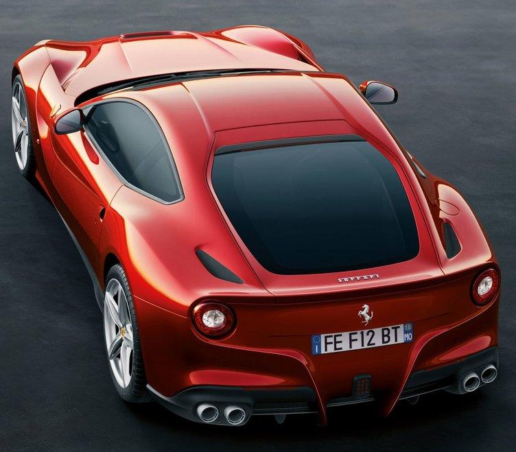 Ferrari F12berlinetta Yılın Süper Otomobili seçildi